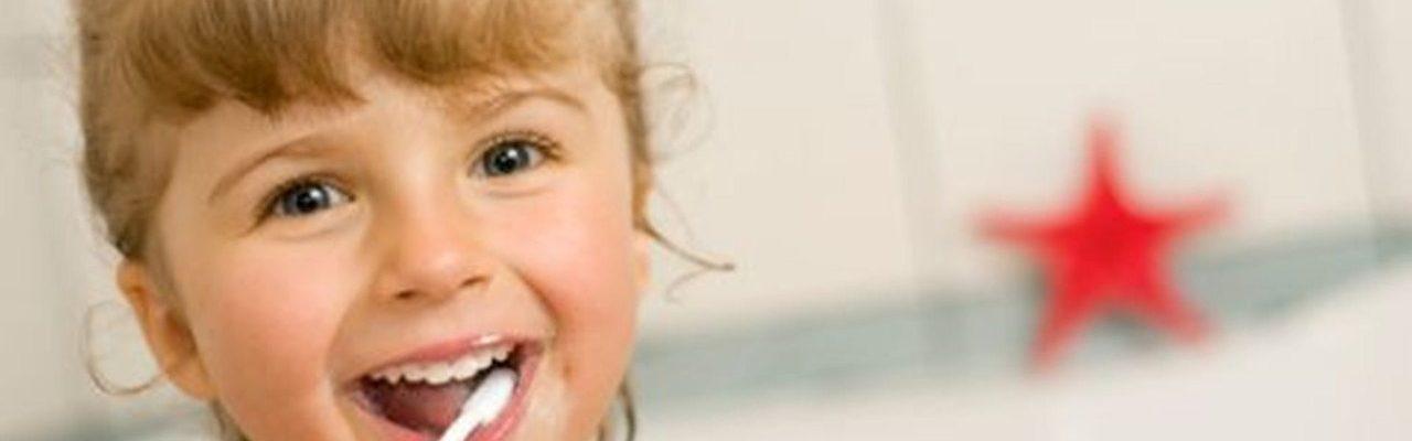 10 trucs pour brosser les dents des enfants