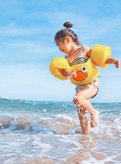 15 essentiels pour la plage en famille
