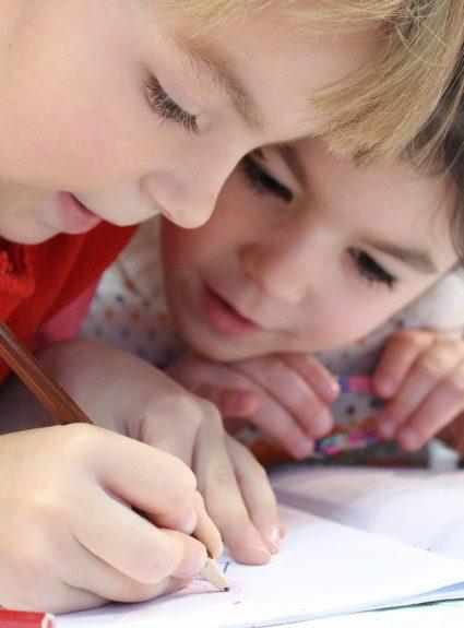 Mon enfant a des difficultés en lecture et en écriture. Quand consulter?