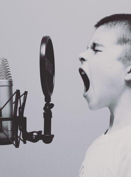 10 astuces pour prendre soin de sa voix : parent et enfant