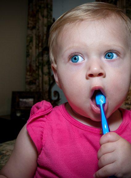 Comment utiliser le dentifrice au fluor pour les enfants?