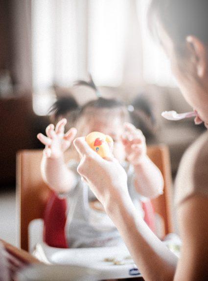 L'alimentation chez le bébé : 6 mois à 1 an