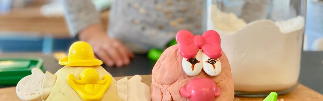 Recette maison de pâte à modeler non toxique pour les enfants