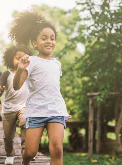 3 jeux gratuits pour faire bouger les enfants en vacances