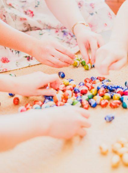11 astuces pour stimuler les apprentissages des enfants grâce aux bonbons