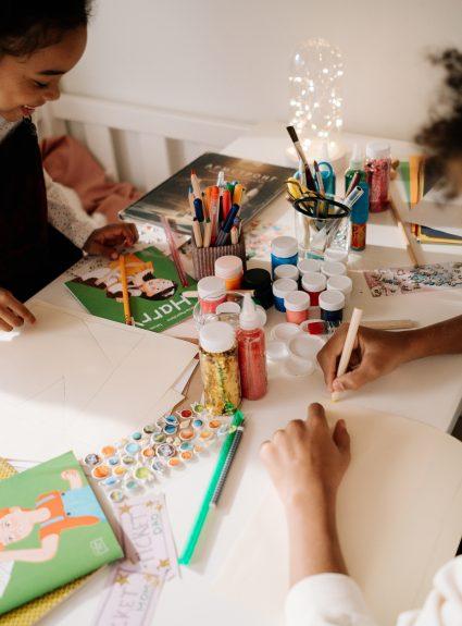 20 idées cadeaux parfaites pour petits artistes
