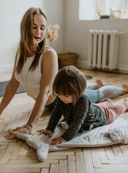 Comment initier son enfant au yoga?